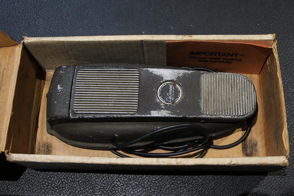 dearmond-model-1602-volume-pedal-vintage-guitar-1